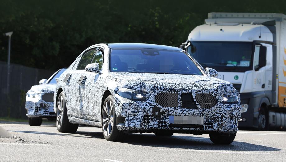 Mercedes s. Следующая «эска» основана на модульной платформе MRA II. Седан станет ощутимо легче нынешнего за счёт роста доли алюминиевых сплавов, а также углепластика в силовой структуре.
