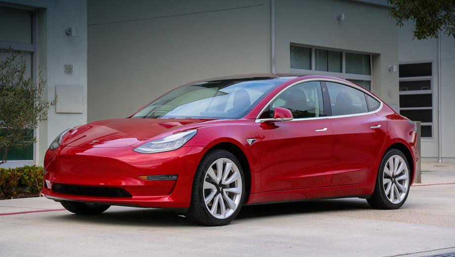 Tesla model 3. Электрокар Tesla Model 3 (длина ― 4694 мм, снаряжённая масса ― от 1610 кг) выпускается в калифорнийском Фримонте с июля 2017 года. Однако перебои в производстве не позволили собрать большое количество машин ― за год тираж составил 28 578 штук.
