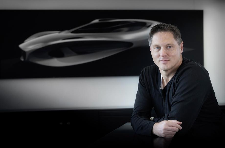 Mercedes анонсировал электрический суперкар показав новейшую скульптуру