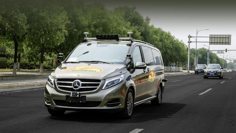 Mercedes v. На пути к футуристическим капсулам на благо прогресса поработают вэны V-класса. Кстати, их же немцы ранее применили в эксперименте по доставке заказов дронами.