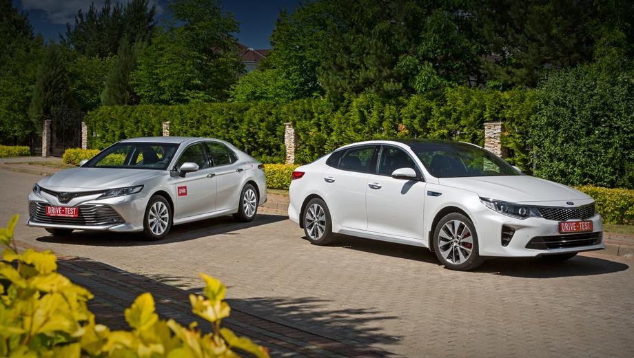 Kia optima,Toyota camry. Если исключить малопопулярные версии с топовыми моторами, диапазоны цен следующие. Kia Optima с «атмосферниками» 2.0 или 2.4 стоит от 1,23 до 1,73 млн рублей. Toyota Camry 2.0 и 2.5 ― от 1,39 до 2,06 млн. У обоих седанов ― по восемь-девять фиксированных комплектаций.