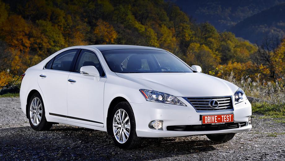 Lexus es,Lexus es_dt. Несмотря на азиатский разрез глаз, Lexus ES — типичный «американец». В Штатах он куда популярнее оригинальных Лексусов ввиду упрощённой конструкции и умеренной цены.