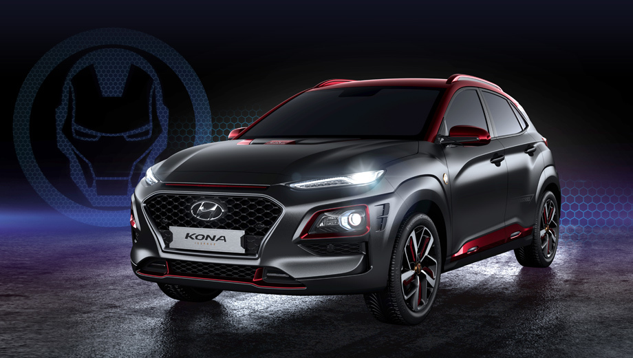 Hyundai kona. Автомобиль был показан публике на главной сцене павильона Marvel. Необычное издание построено в официальном сотрудничестве со студией, добрые отношения с которой у Hyundai сложились давно.