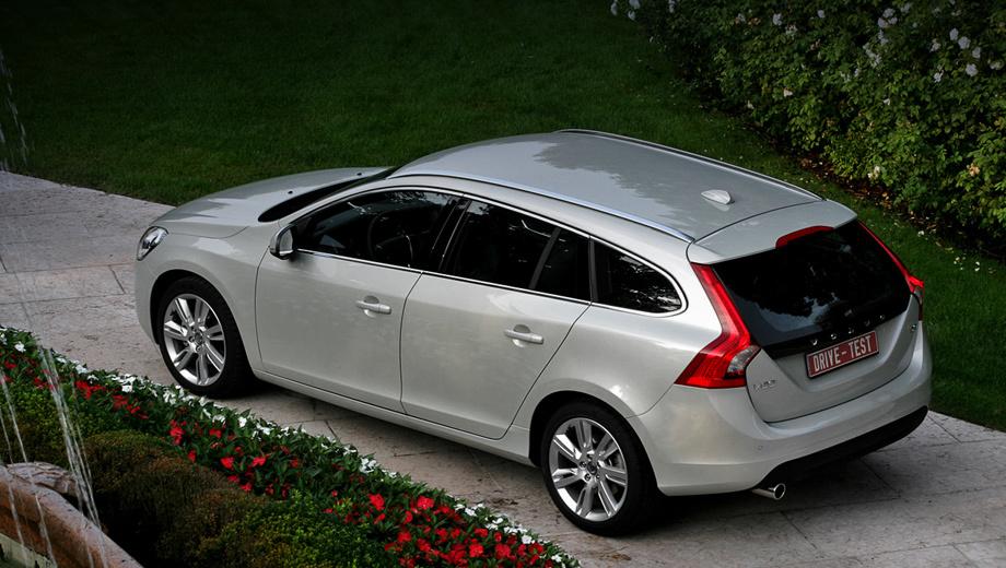 Volvo v60,Volvo v60dt. Европеец сможет купить универсал Volvo V60 уже в октябре 2010 года, а россиянину придётся ждать начала 2011-го. Предположительно, «сарай» будет дороже седана (1 186 900–1 799 900 рублей) на 60–70 тысяч.