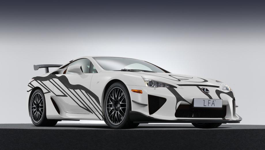Lexus lfa. Фирма Lexus — не первая и не последняя, которая использует арт-кары для привлечения внимания. Но у Лексуса связь с искусством теснее: компания устраивает ежегодную выставку Lexus Hybrid Art, участвует в Неделе дизайна в Милане, открывает галереи.