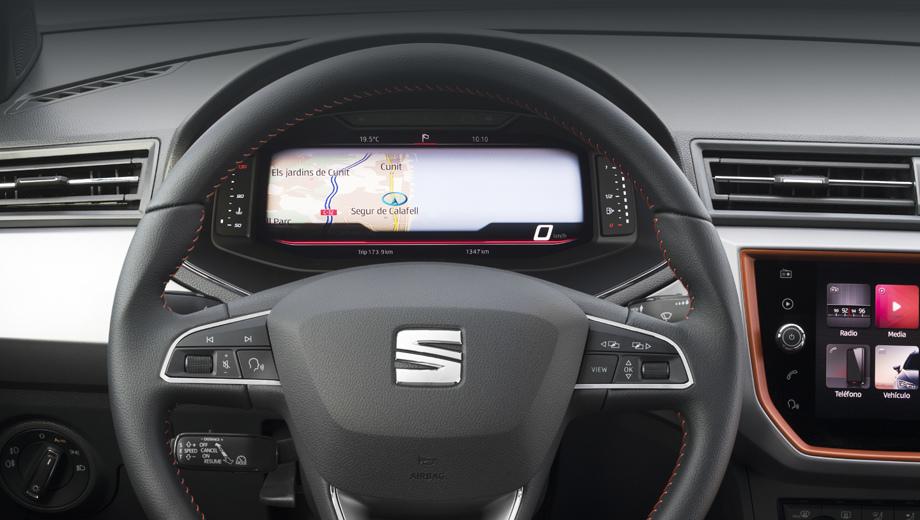 Seat arona,Seat ibiza. Ароне и Ивисе положен сравнительно скромный экран, на 10,25 дюйма, как на хэтчбеке Volkswagen Polo и его сородиче седане Virtus.