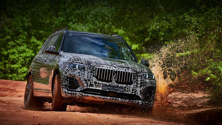 Bmw x7. Зарубежные журналисты уже поездили на предсерийных BMW X7. Коллеги отмечают хороший баланс между управляемостью и плавностью хода, а также отменную шумоизоляцию. Паркетник с пневмоподвеской и опциональной блокировкой заднего дифференциала неплох и на бездорожье.