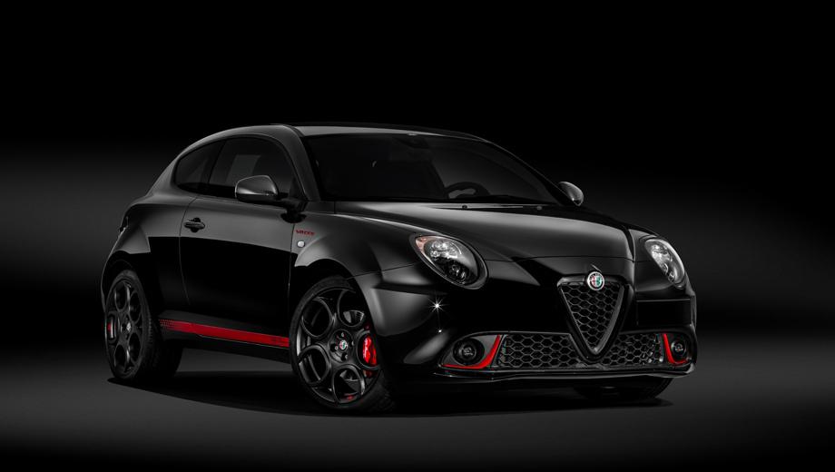 Alfaromeo mito. Самая маленькая Alfa Romeo появилась в 2008-м. Следующий год стал для неё лучшим: европейцы купили 62 122 хэтчбека. Далее продажи падали и в 2017-м составили 11 367 штук. (На фото — лимитированная 200 экземплярами версия Veloce S 2018 года.)