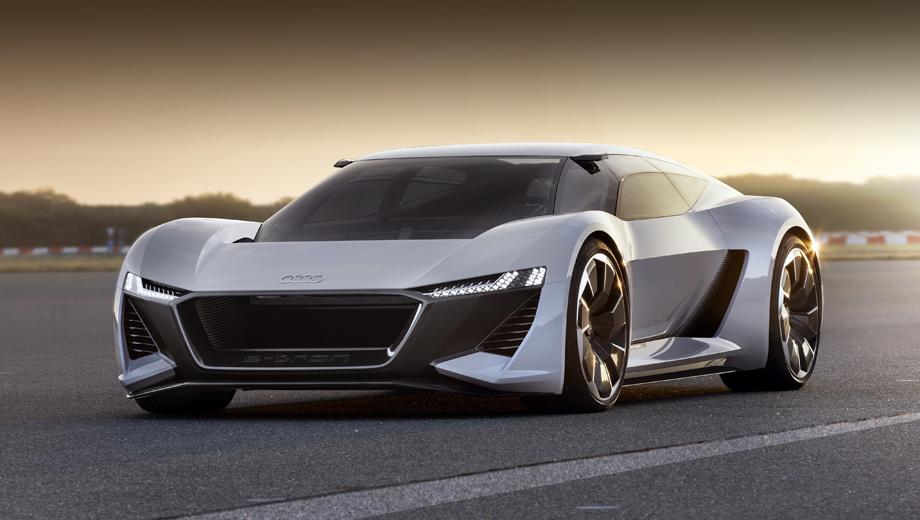 Audi e-tron,Audi pb 18 e-tron,Audi concept,Audi pb18. Длина, ширина и высота электрокара равны 4,53; 2,0 и 1,15 м. Колёсная база составляет 2,7 м. Колёсные диски на 22 дюйма с асимметричными спицами, напоминающими лопасти турбины, помогают охлаждать углеродокерамические тормозные диски. Шины: 275/35 спереди и 315/30 сзади.