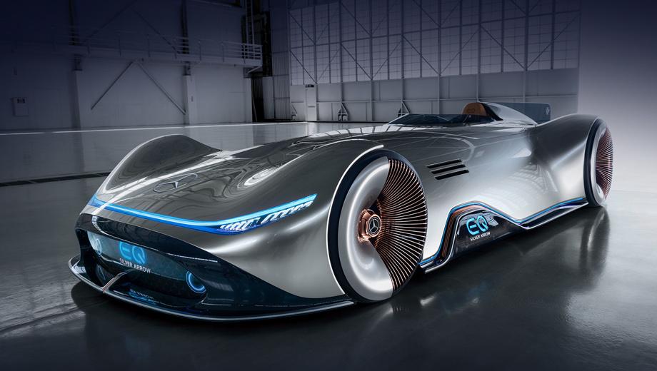 Mercedes concept,Mercedes vision eq,Mercedes vision eq silver arrow. Прогрессивная роскошь, которую марка EQ понесёт в массы, представляет собой «сочетание неизвестной ранее красоты, столкновения цифровых и аналоговых элементов, слияния интуитивного и физического дизайна». Единство противоположностей («горячего» и «холодного») отражено, например, в располовиненных колёсных дисках.