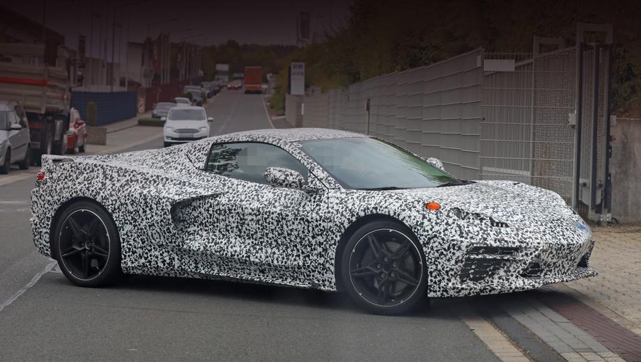 Chevrolet corvette. Окончательный вариант кузова С8 отличается от ранее виденных образцов. Дело не только в меньшей степени маскировки: поменялись боковые воздухозаборники и расположение зеркал.