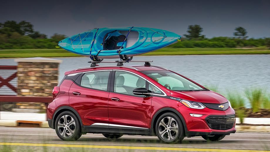 Chevrolet bolt. Электрокар Chevrolet Bolt располагает батареей ёмкостью 60 кВт•ч, дающей запас хода в комбинированном цикле EPA 383 км или 520 км по NEDC. Если бы её можно было заряжать при уровне мощности в 400 кВт, то половина заряда была бы на месте уже через 4,5 минуты.