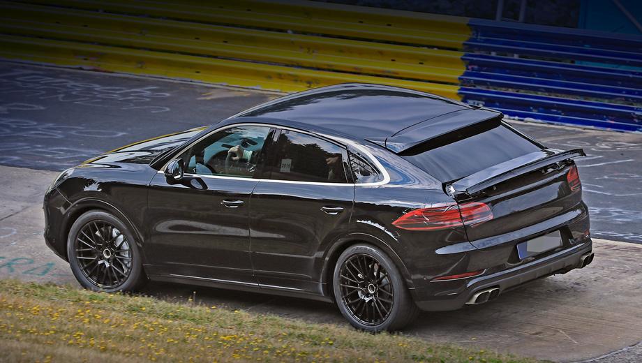 Porsche cayenne,Porsche cayenne coupe,Porsche 911. На купеобразном Кайене верхнее антикрыло статично, но зато выдвигается нижнее. Обратите внимание и на форму бокового остекления: настоящий контур заднего окна в этом ракурсе хорошо виден, несмотря на маскировочную фальшивую полоску рядом.