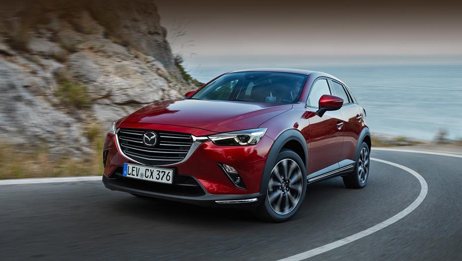 Mazda cx-3. Мы уже говорили, что внешние перемены в модели невелики. Новую решётку легко спутать со старой. Лучший признак рестайлинга анфас — хромированные полоски на углах бампера, но они положены старшим комплектациям, а «в базе» уголки пустые.