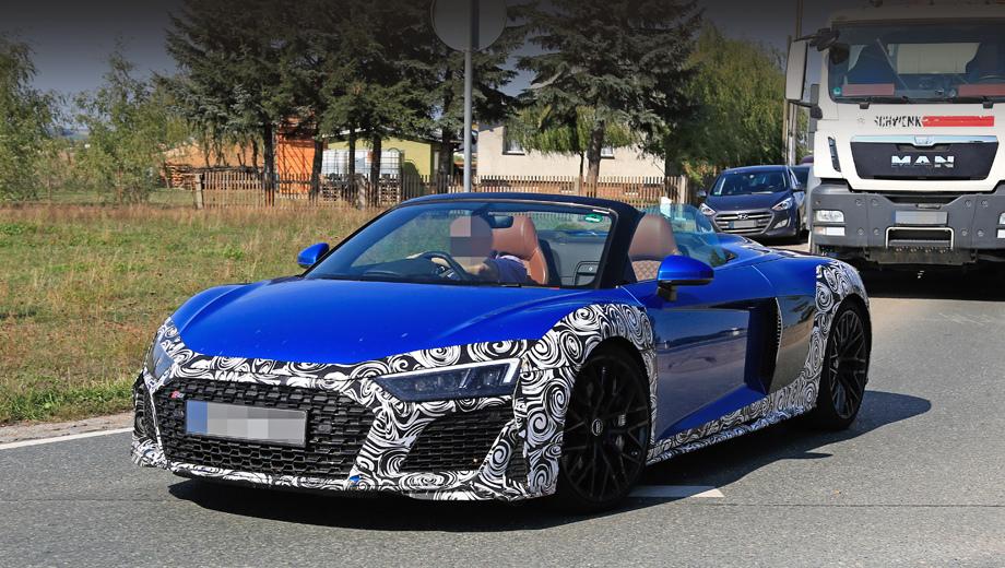 Audi r8,Audi r8 spyder,Lamborghini huracan,Lamborghini huracan spyder. Как и на купе, у спайдера появились новые решётка и бампер с подправленной формой и новыми ячеистыми сетками внутри.