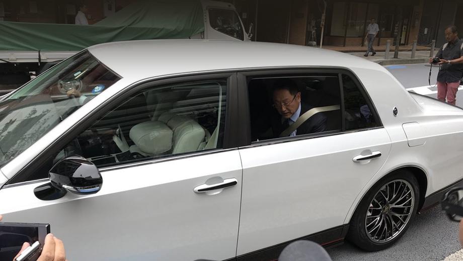 Toyota century,Toyota century grmn. Мы не уверены, что подобная вариация седана когда-либо будет доступна покупателям, но наличие чувства юмора у главы Тойоты новичок доказал.