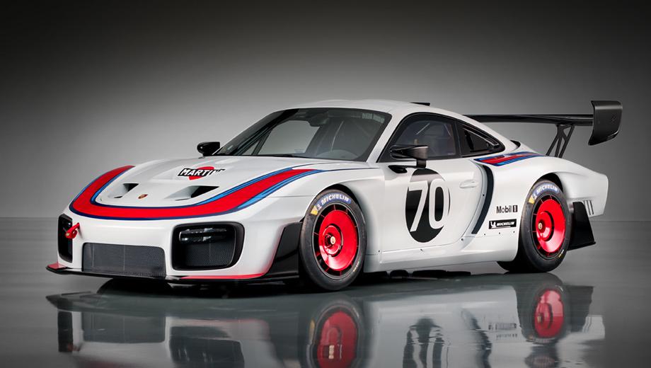 Porsche 935. Исторический прообраз из-за основного белого цвета и удлинённого кузова прозвали Моби Диком. Новый 935-й вытянулся на 4865 мм при ширине 2034 м. Высота и колёсная база — 1359 и 2457 мм.