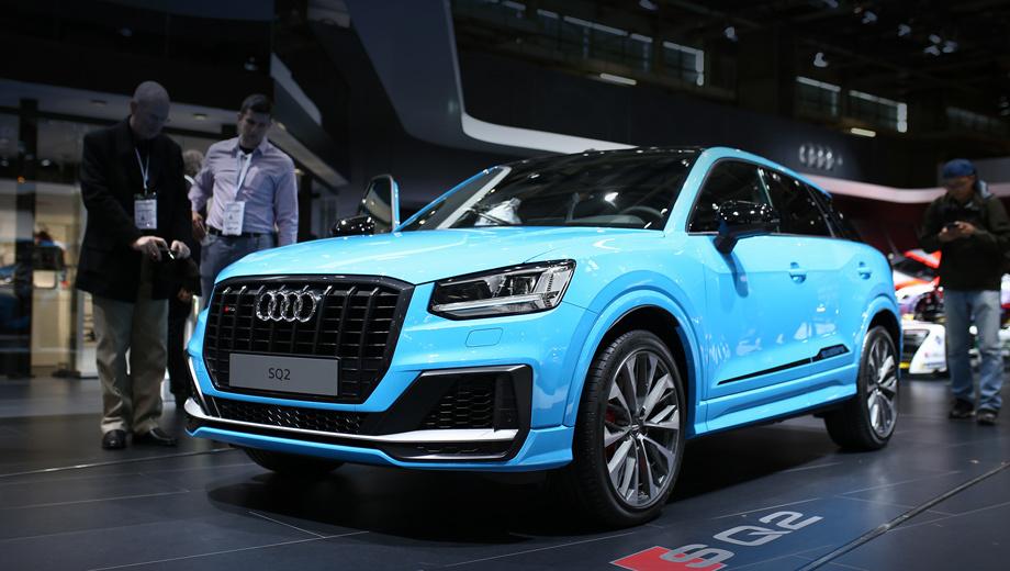 Audi q2,Audi sq2. Восьмиугольную решётку делят восемь сдвоенных стержней. Массивные  воздухозаборники соединены сплиттером. Светодиодные фары и задние фонари идут «в базе». Боковые юбки стилистически поддержаны аппликациями понизу дверей. «Типичная S-модель», — заключает Audi.