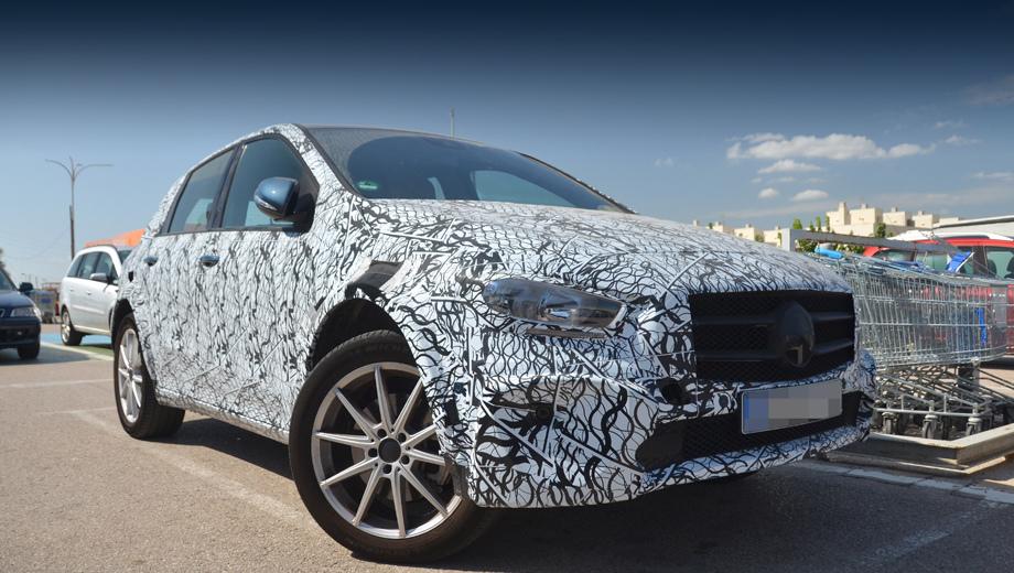 Mercedes eqb. Под камуфляжем проглядывает кузов новейшего B-класса, но он сидит повыше обычного, и колея тут шире (даже наращены колёсные арки).