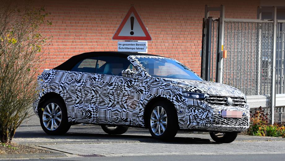 Volkswagen t-roc. В плюсах у обычного «ти-рока» — клиренс в 160 мм и полноприводные версии. Открытый вариант наверняка будет тяжелее (понадобится усиление кузова снизу), и полноприводная трансмиссия тут маловероятна, всё-таки это добавочные килограммы.