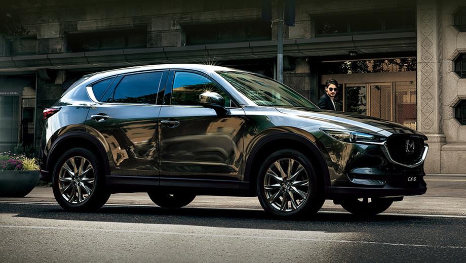 Mazda cx-5. Помимо прочего, компания добавила в гамму комплектаций издание Exclusive Mode (на снимках в этой новости), отличающееся богатым оснащением и дорогими материалами (от наппы до натурального дерева).