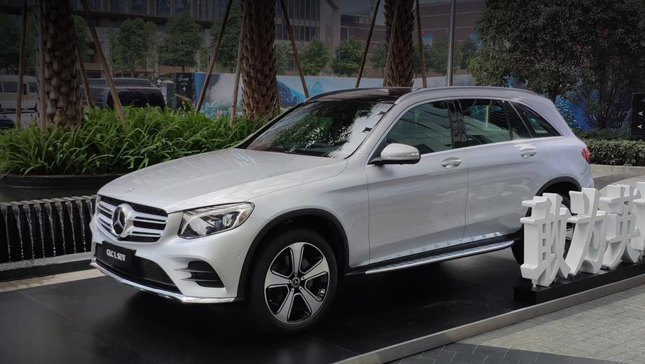 Mercedes glc,Mercedes glc l. Очевидно, китайским клиентам нравится, что L-версии с первого взгляда не отличишь от стандартных. Огорчить их может недостаточно «растянутый» автомобиль, как это произошло с Audi Q2 L.