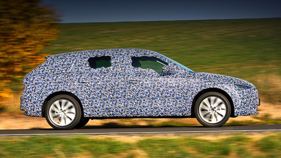 Skoda scala. По размерам окончательный вариант всё же отличается от концепта Vision RS: длина — 4362 мм (+6), ширина — 1793 (-17), высота — 1471 (+40), колесная база — 2649 мм (-1). К примеру, Kia Ceed на пять сантиметров короче (4310), Ford Focus длиннее на 16 мм (4378), а VW Golf отстаёт аж на 104 мм (4258).