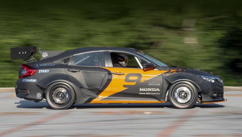 Honda civic. Новую работу из серии Deep Orange спонсировала Honda, в проекте участвовала её калифорнийская «дочка» Honda R&D Americas. Ранее мы видели аналогичные университетские прототипы, созданные в кооперации с марками Mazda, BMW, Toyota и MINI.