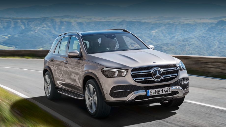 Mercedes gle. Во всех вариантах автомобиль комплектуется «автоматом» 9G-Tronic и полным приводом. Начальная дизельная версия способна набрать первую сотню за 7,2 с, а бензиновый трёхлитровый вариант справляется за 5,7 с.