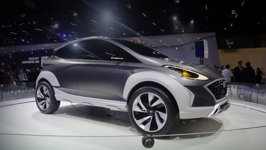 Hyundai saga,Hyundai saga ev. Примерные размеры в сравнении со вседорожником HB20X выглядят так: длина — 4020 мм (+80), колёсная база — 2560 (+60), клиренс будто бы достигает 302 мм (+96). Такие подвижки в рамках модели вполне допустимы.