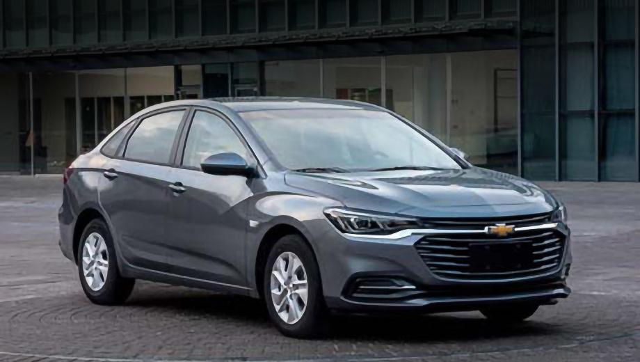 Chevrolet monza. Новобранца можно отнести к C-классу, а размерами он почти повторяет четырёхдверку Mercedes CLA. Длина — 4630 мм, ширина — 1798, высота — 1485, колёсная база — 2640 мм.