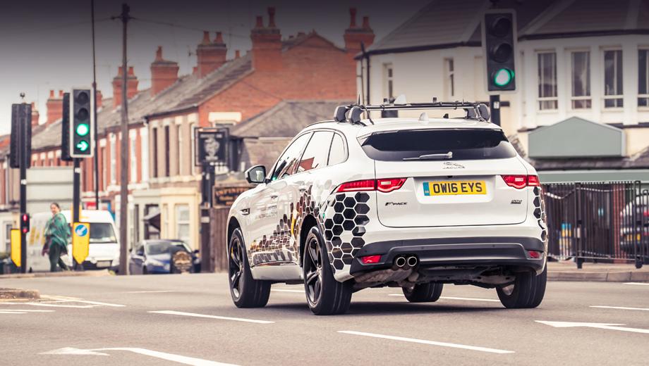 Jaguar autodrive. Новая электроника проверялась на переоборудованном «эф-пейсе». Впрочем, британцы уверяют: в перспективе её легко распространить на другие машины, тем более что новые функции во многом опираются на уже существующие системы помощи водителю.