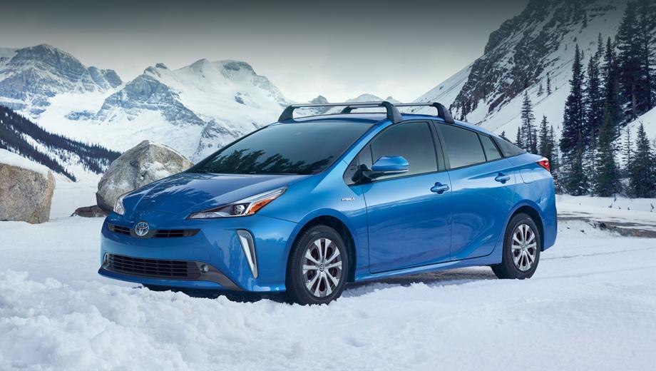 Toyota prius. Оформление носа и кормы, а также оптика переделаны таким образом, чтобы немного напоминать дизайн подключаемой к сети вариации гибрида по имени Prius Prime, хотя тут — обычная.