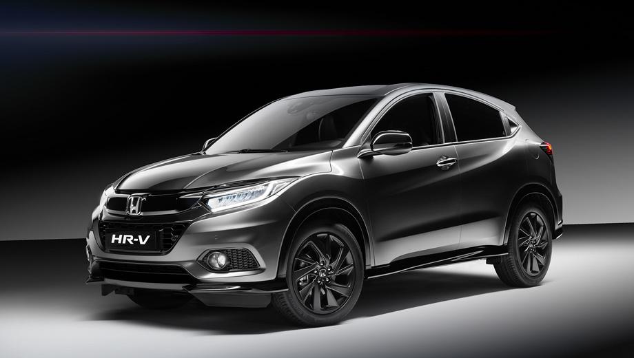 Honda hr-v. Узнать «спортсмена» проще всего по чёрной глянцевой накладке на решётку, которая заменила хромированную. Аэродинамический обвес включает передний сплиттер и боковые юбки — тоже чёрные, как и корпуса боковых зеркал.