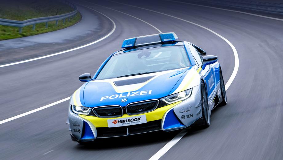 Bmw i8. Полицейский вариант i8 весь последующий год послужит передвижной рекламой движения за легальный тюнинг, а первое его появление на публике уже состоялось на автошоу в Эссене, которое открылось 30 ноября.