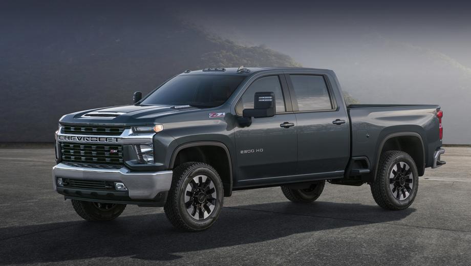 Chevrolet silverado. В облике Silverado Heavy Duty чувствуется стилистическое влияние исходного Silverado 1500, но на деле у HD общая с ним только крыша. Остальные внешние панели кузова оригинальны.