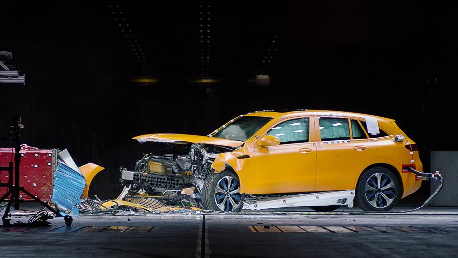 Mercedes eqc. Технологический центр безопасности транспортных средств в Зиндельфингене (TFS) концерн Daimler без ложной скромности называет самым передовым в мире по части краш-тестов. Здесь и испытываются прототипы EQC.