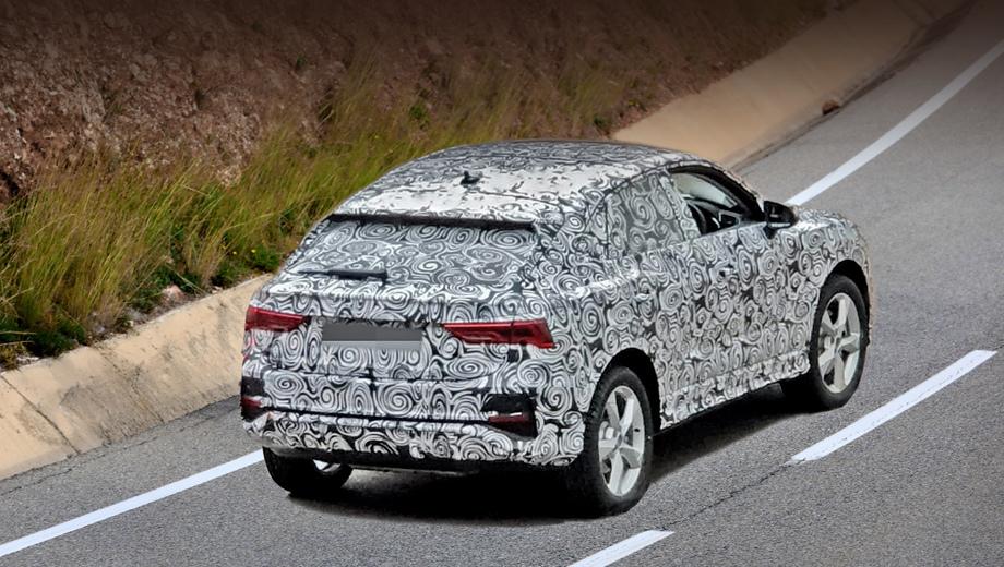 Audi q4. Кроссовер основан на «ку-третьем», но обладает оригинальной крышей, придающей силуэту сходство с хэтчбеком или, если угодно, с купе. В последние годы маркетологи стали так называть чуть ли не все модели, где крыша хотя бы слегка завалена.