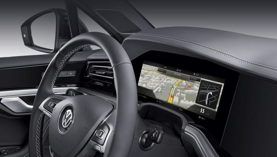 Volkswagen touareg. Такая цифровая приборка диагональю 12,3 дюйма в соответствии с современной традицией способна выводить массу информации. Выбору водителя доступна и карта, масштаб которой можно менять.