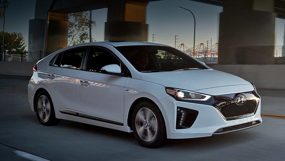Hyundai ioniq,Hyundai ioniq electric. Американцы могут купить электрический Ioniq только в Калифорнии по ценам от $36 815 (2,45 млн рублей), тогда как Tesla Model 3 «начинается» с $35 950, а Nissan Leaf с $29 990. Похоже, марке Hyundai в данном сегменте нечего ловить (по меньшей мере в США), и корейцы это понимают.