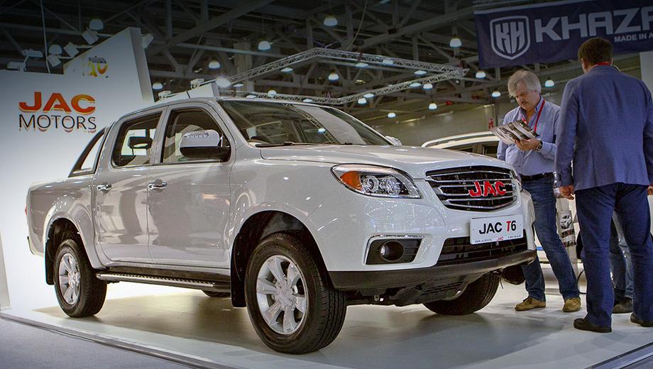Jac t6. Дизайн современным не назовёшь, так ведь премьера модели в КНР отгремела летом 2015 года. С тех пор «тэ-шестой» внешне не менялся. Номинально он ещё числится в китайской линейке Джака, но на деле продаётся его преемник JAC T8.