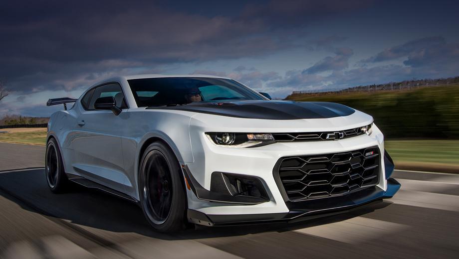 Chevrolet camaro,Chevrolet camaro zl1. «Просто» Camaro ZL1 стоит от $62 000 (4,1 млн рублей). Чтобы машина выглядела, как на фото, нужно установить аэродинамический обвес, амортизаторы Multimatic DSSV спереди и сзади, кованые диски с шинами Goodyear Eagle F1 SuperCar 3R. Вместе с «автоматом» выйдет примерно $72 000 (4,75 млн).