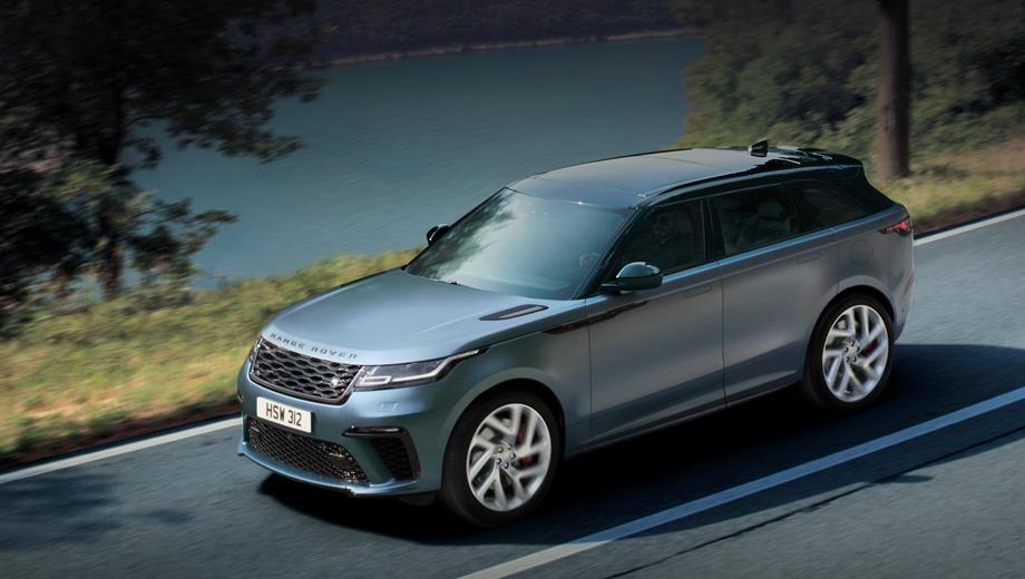 Landrover range rover velar. Новый передний бампер снабжён увеличенными воздухозаборниками для охлаждения двигателя и тормозной системы. Решётка с растянутыми ячейками, боковые молдинги, изменённый задний бампер с четырьмя интегрированными патрубками — это ещё не всё. Надписи Range Rover на капоте и задней двери были улучшены побуквенно, как металлические элементы из двух частей.