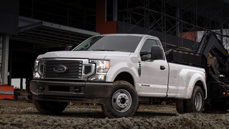 Ford f250,Ford f350,Ford f450. У версии F-450 со сдвоенными задними колёсами заменена решётка радиатора: новая эффективнее охлаждает силовой агрегат. Заодно дизайнеры пересмотрели фронтальную оптику, задние фонари и установили другие бамперы.