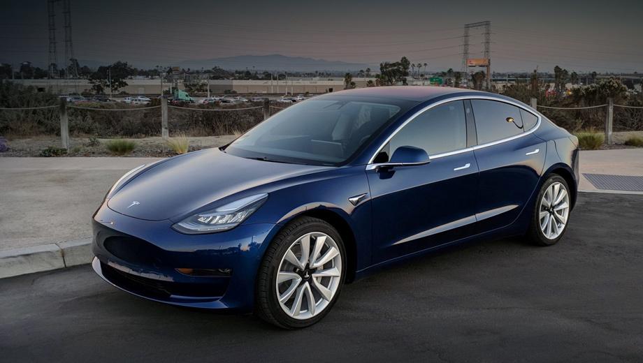 Tesla model 3,Audi e-tron,Porsche taycan. Прежде заокеанская четырёхдверка с декабря предлагается в Европе, и местные производители не на шутку напряглись. Будто бы в поисках «магии Теслы» они разобрали седан до винтика, изучили каждый компонент и его цену, после чего решили пересмотреть конструкции своих электрокаров.