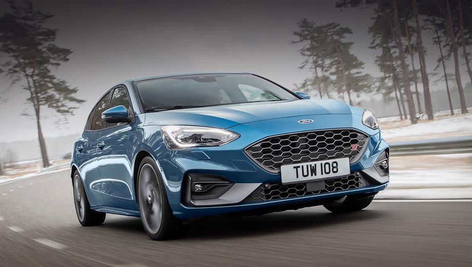 Ford focus,Ford focus st. Как мы и думали, внешне настоящий ST напоминает простой Focus с пакетом ST-Line, отличаясь в мелочах вроде чёрных крылышек в бампере и оформления выхлопных патрубков.