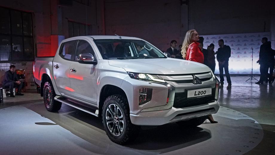 Mitsubishi l200. По итогам прошлого года L200 отстал от главного конкурента, Тойоты Hilux, на 162 машины (3028 против 3190). Сейчас стартовый Hilux (2.4, 150 л.с., «механика») стоит 2 306 000 рублей — на 237 000 дороже Mitsu. Лидер рейтинга УАЗ Пикап просит от 814 000 до 1 165 000.