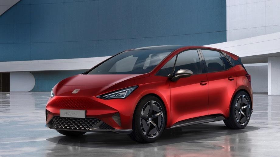 Seat el-born. Электромобиль будто бы разработан в Барселоне, но производиться будет на немецком заводе в Цвиккау. Глядя на обычные дверные ручки и боковые зеркала, можно оценить готовность к серии на 90%.