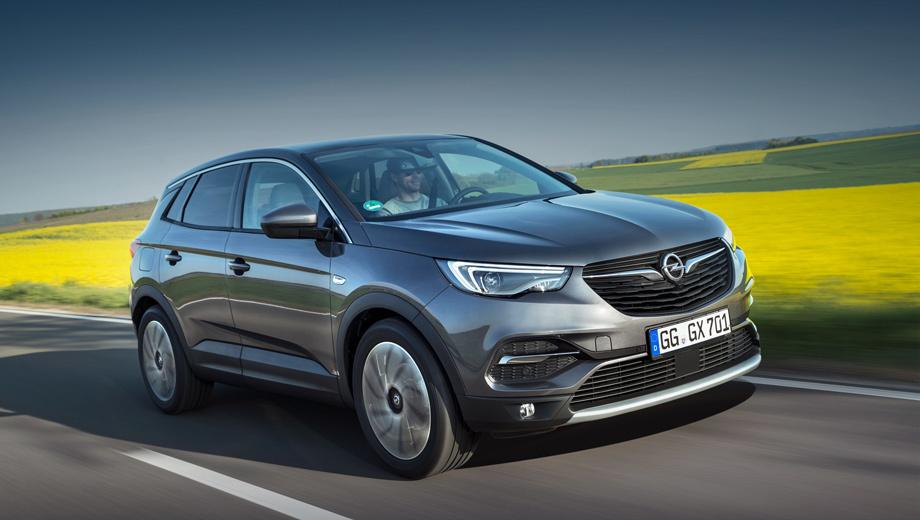 Opel grandland x,Opel zafira life,Opel vivaro. Несмотря на «грандиозное» название, Grandland X — компактный паркетник размером с Kia Sportage. Длина — 4477 мм, ширина — 2098, высота — 1609, колёсная база — 2675 мм. Полного привода у модели нет и не будет. Объём багажника — 514–1652 л.