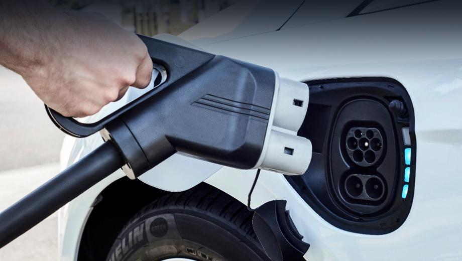 Ford mustang. «Мы по-новому взглянули на темпы роста электрифицированных транспортных средств и знаем, что нам необходимо зарезервировать дополнительные производственные мощности, учитывая наши планы в отношении электромобилей», — заявил президент Форда по глобальным операциям Джо Хинричс.